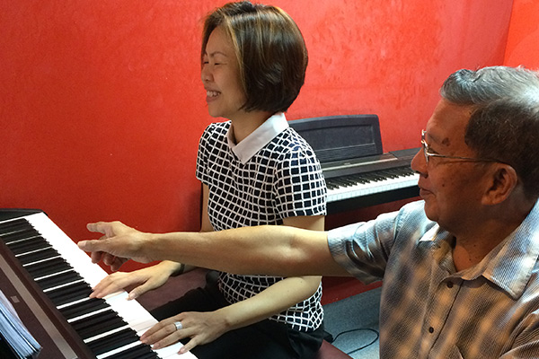 teaching a female adult piano