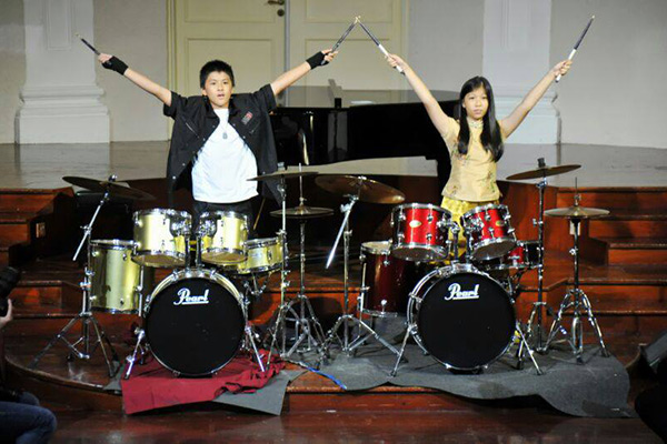 boy and girl drummers
